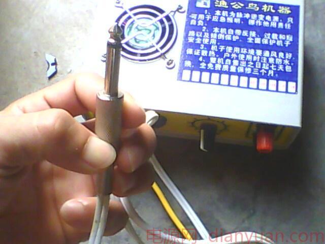 《我爱马甲》系列第三集:品渔公鸟机器 俺专职马甲又来了~~~这次终于赶上第一时间了(注明:非渔公鸟师傅所指派。想攻击请找对对象, 谢谢合作~~~) 制造者:渔公鸟(BBS ID) 机器概述如下~ 型号:SG600w高频单硅背机 (实际)功率:500w 功能:淡水 体积:17x14x8(cm左右) 重量:1.
